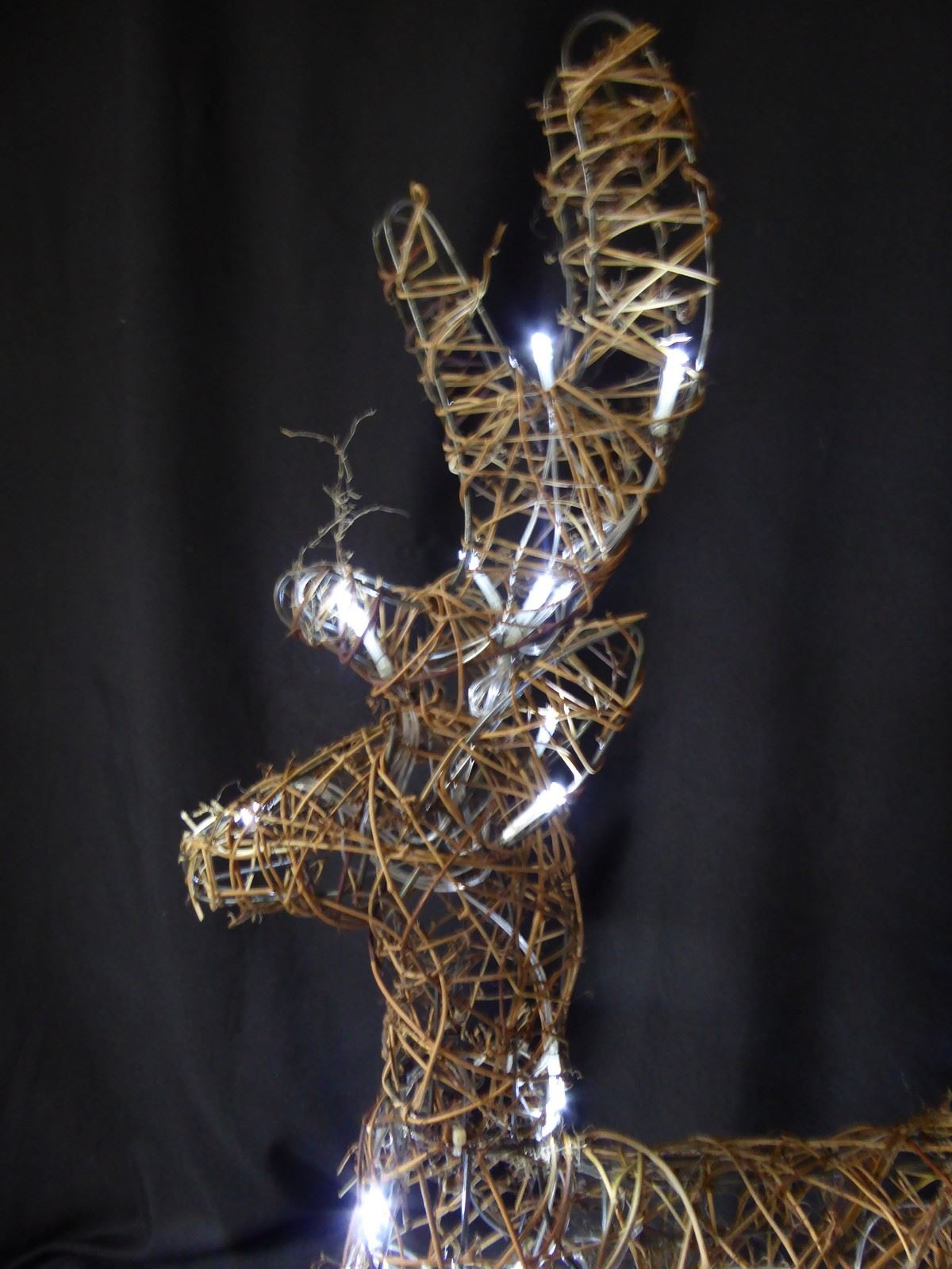 Large-Pre-Lit-Christmas-Reindeer-Decoration-Rustic-Rattan-LED-Lights-Indoor thumbnail 69