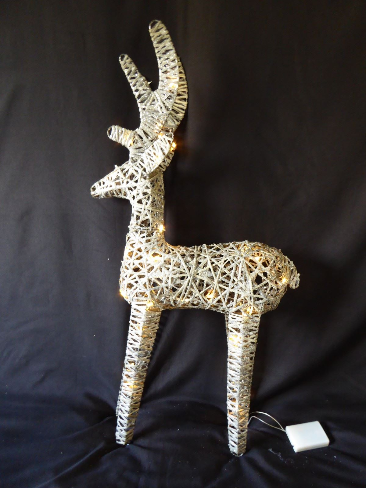 Large-Pre-Lit-Christmas-Reindeer-Decoration-Rustic-Rattan-LED-Lights-Indoor thumbnail 59