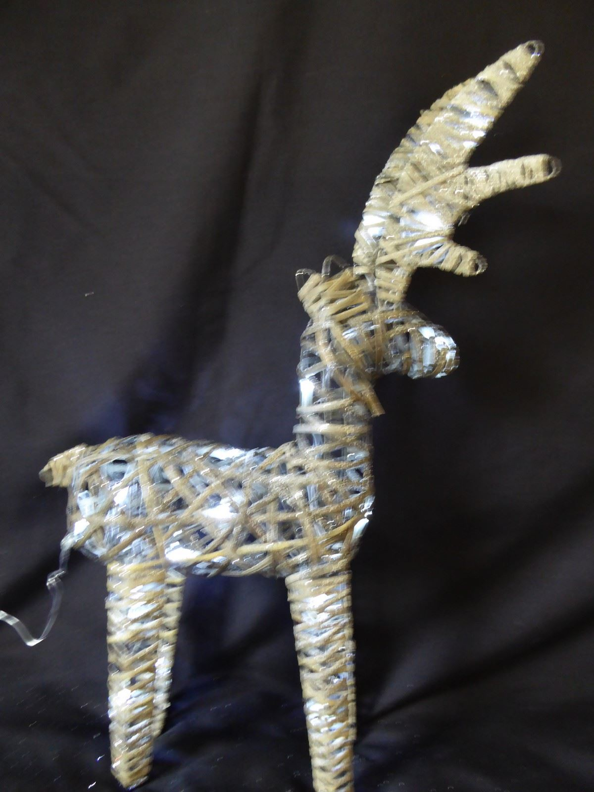 Large-Pre-Lit-Christmas-Reindeer-Decoration-Rustic-Rattan-LED-Lights-Indoor thumbnail 5
