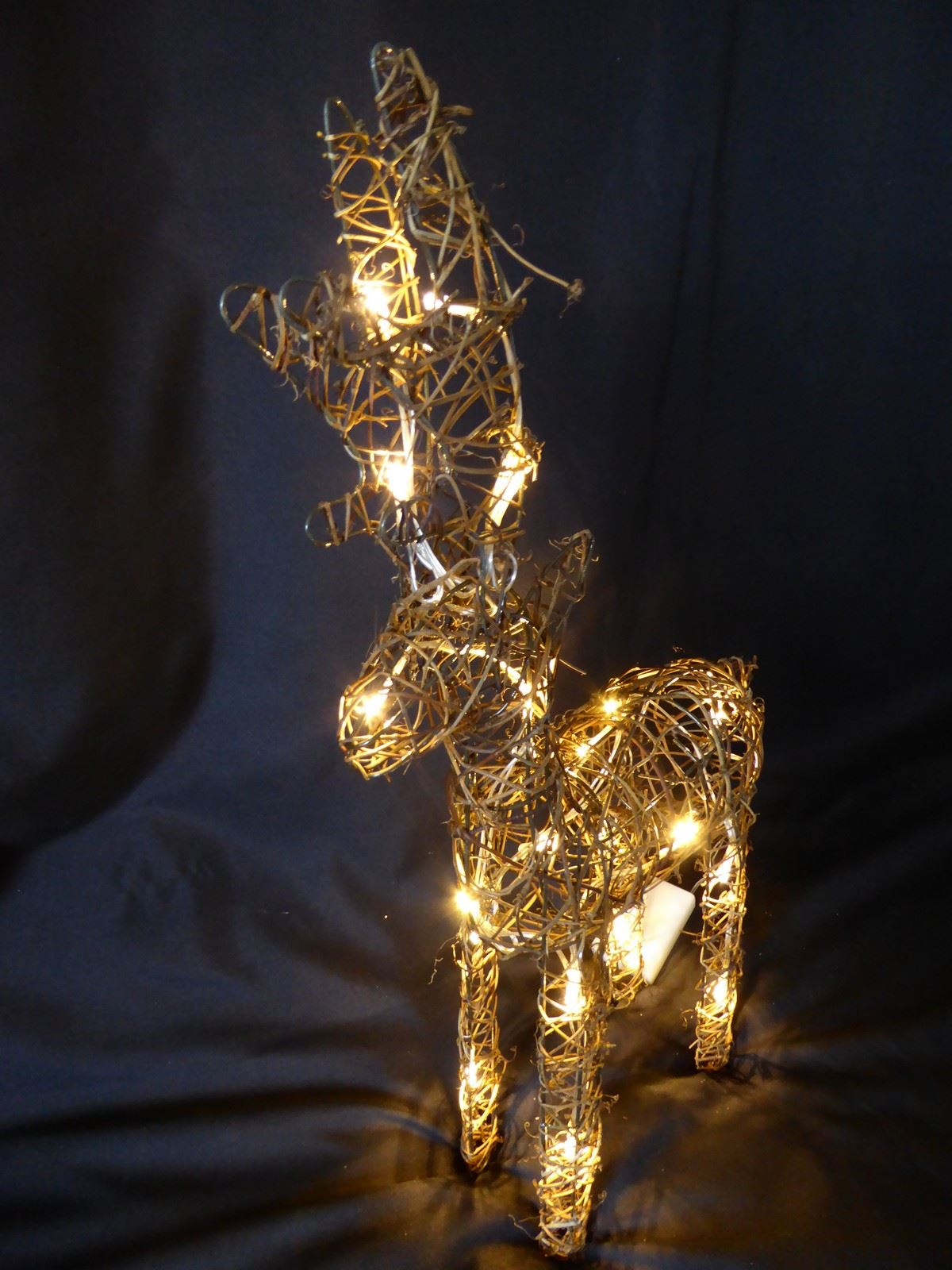 Large-Pre-Lit-Christmas-Reindeer-Decoration-Rustic-Rattan-LED-Lights-Indoor thumbnail 28