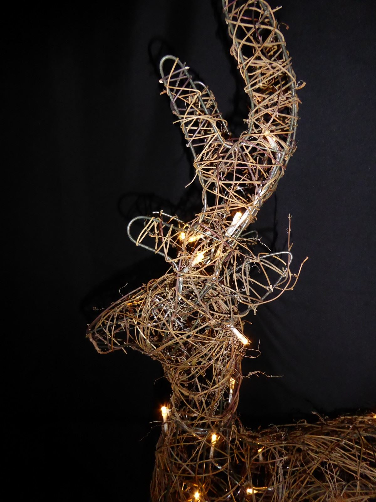 Large-Pre-Lit-Christmas-Reindeer-Decoration-Rustic-Rattan-LED-Lights-Indoor thumbnail 76