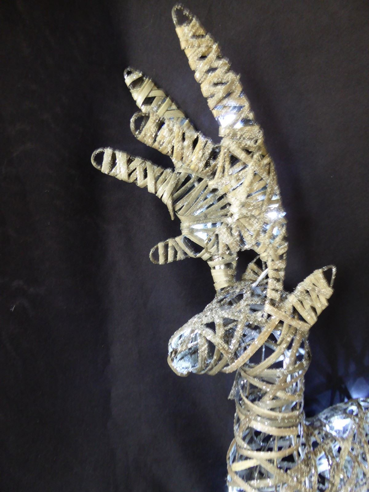 Large-Pre-Lit-Christmas-Reindeer-Decoration-Rustic-Rattan-LED-Lights-Indoor thumbnail 6