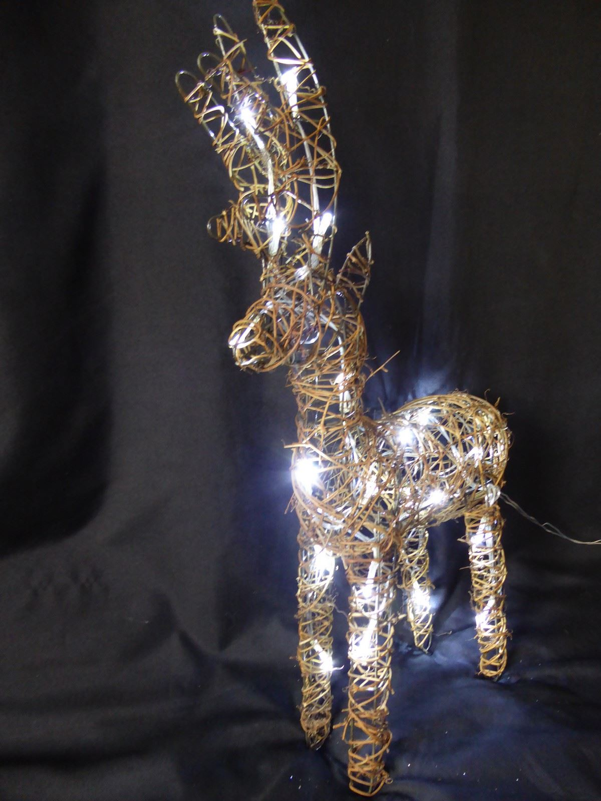 Large-Pre-Lit-Christmas-Reindeer-Decoration-Rustic-Rattan-LED-Lights-Indoor thumbnail 22