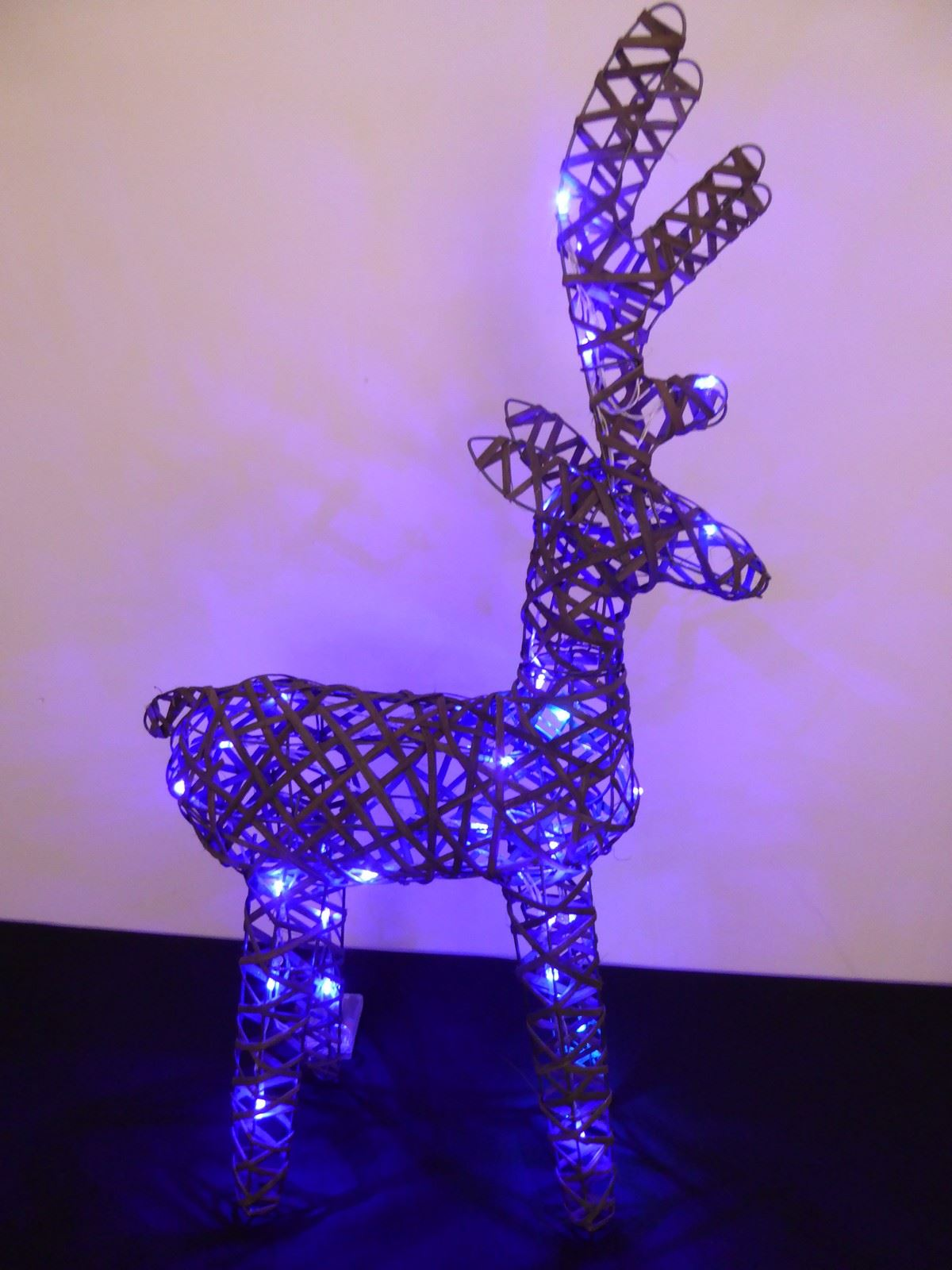 Large-Pre-Lit-Christmas-Reindeer-Decoration-Rustic-Rattan-LED-Lights-Indoor thumbnail 35