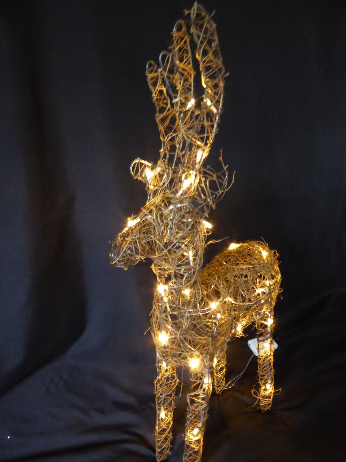 Large-Pre-Lit-Christmas-Reindeer-Decoration-Rustic-Rattan-LED-Lights-Indoor thumbnail 75