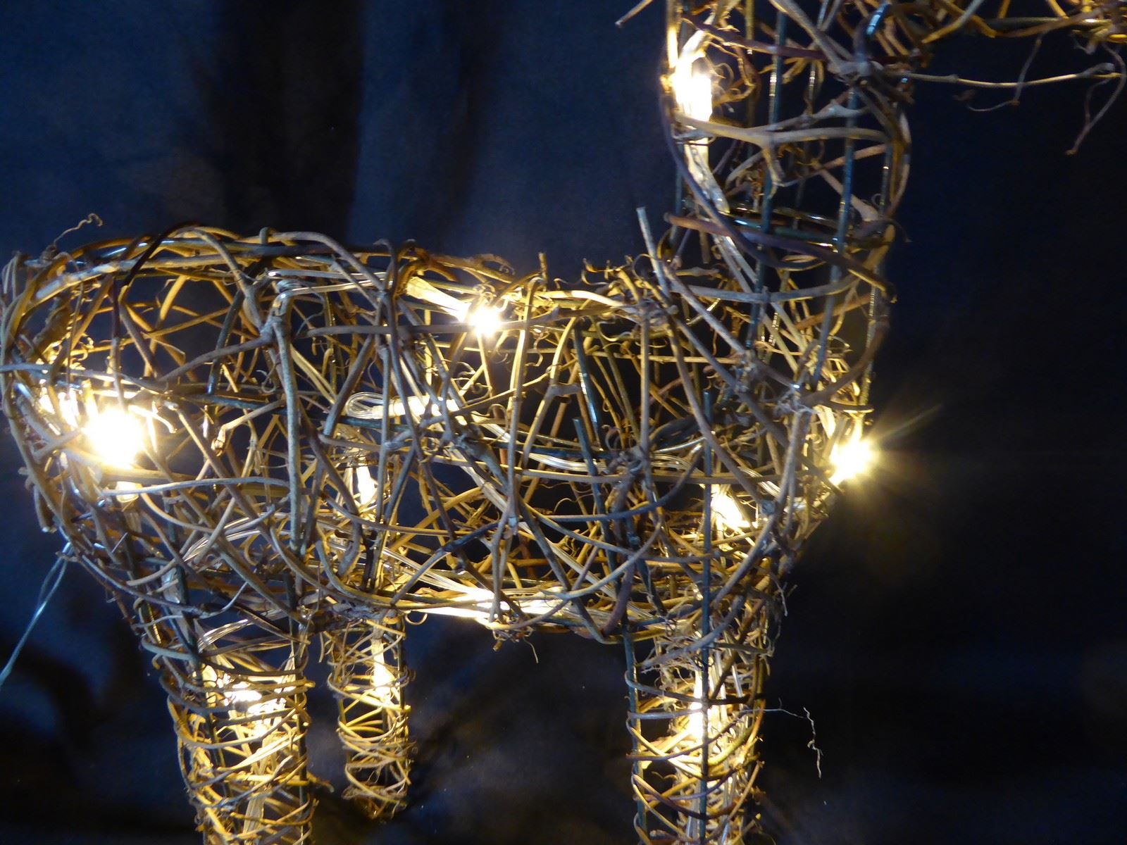 Large-Pre-Lit-Christmas-Reindeer-Decoration-Rustic-Rattan-LED-Lights-Indoor thumbnail 30