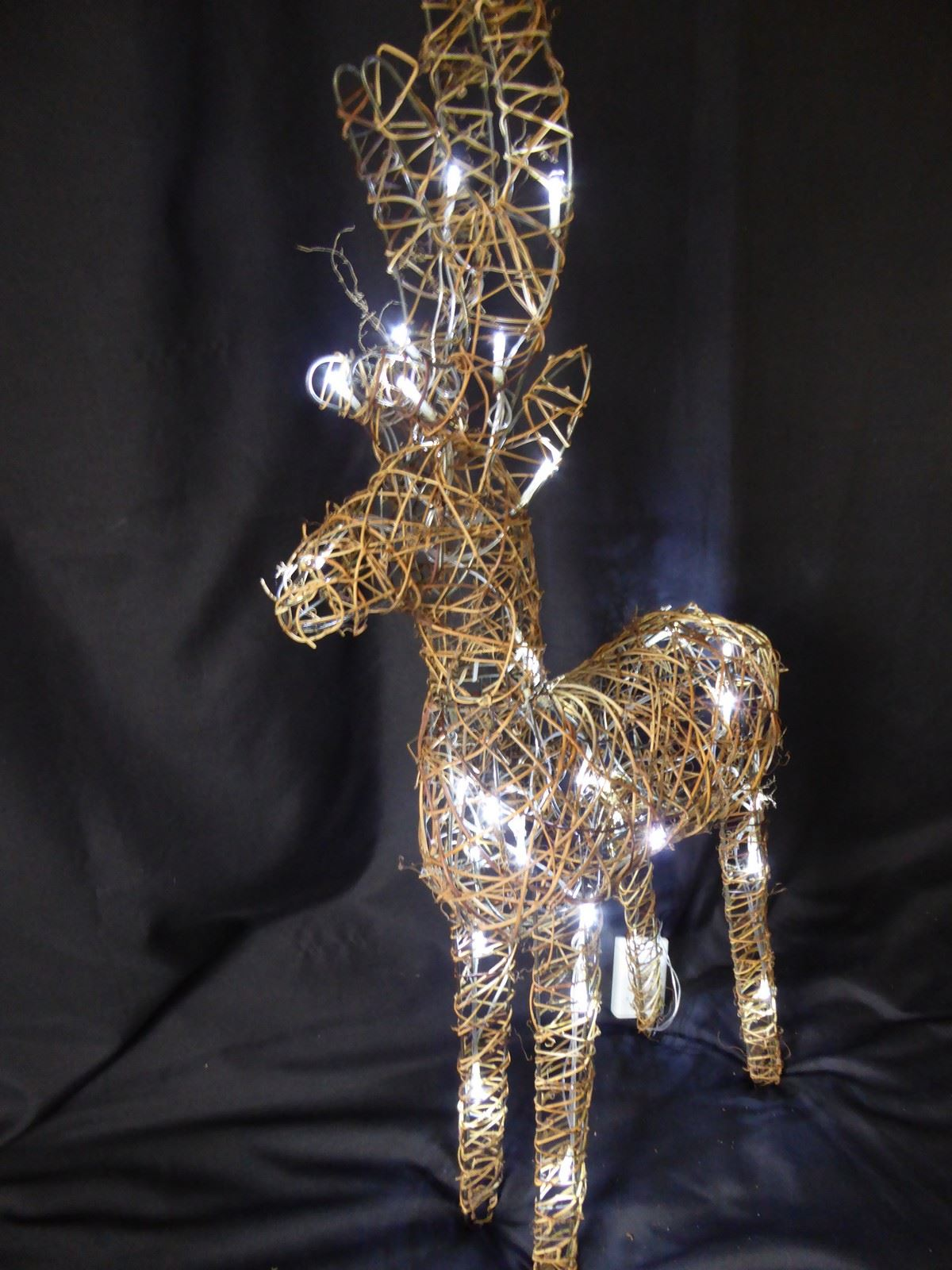Large-Pre-Lit-Christmas-Reindeer-Decoration-Rustic-Rattan-LED-Lights-Indoor thumbnail 67