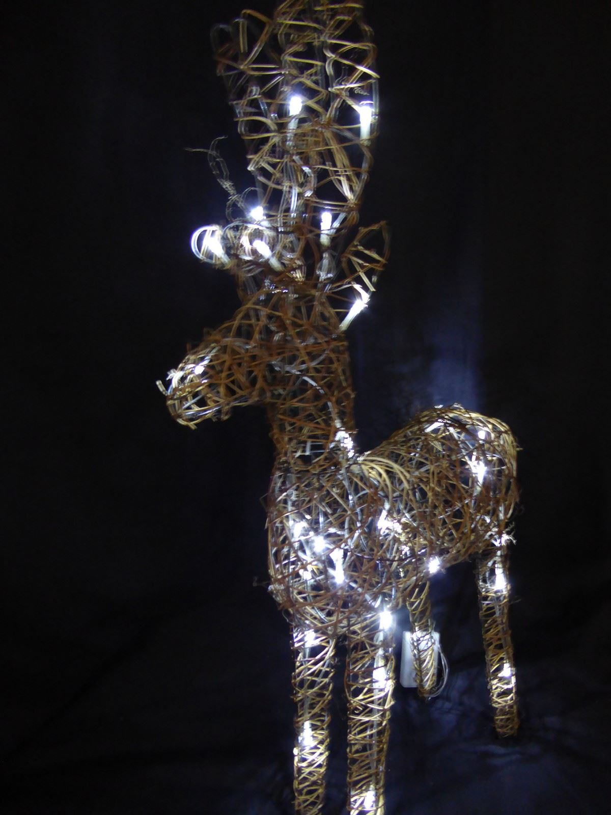 Large-Pre-Lit-Christmas-Reindeer-Decoration-Rustic-Rattan-LED-Lights-Indoor thumbnail 68