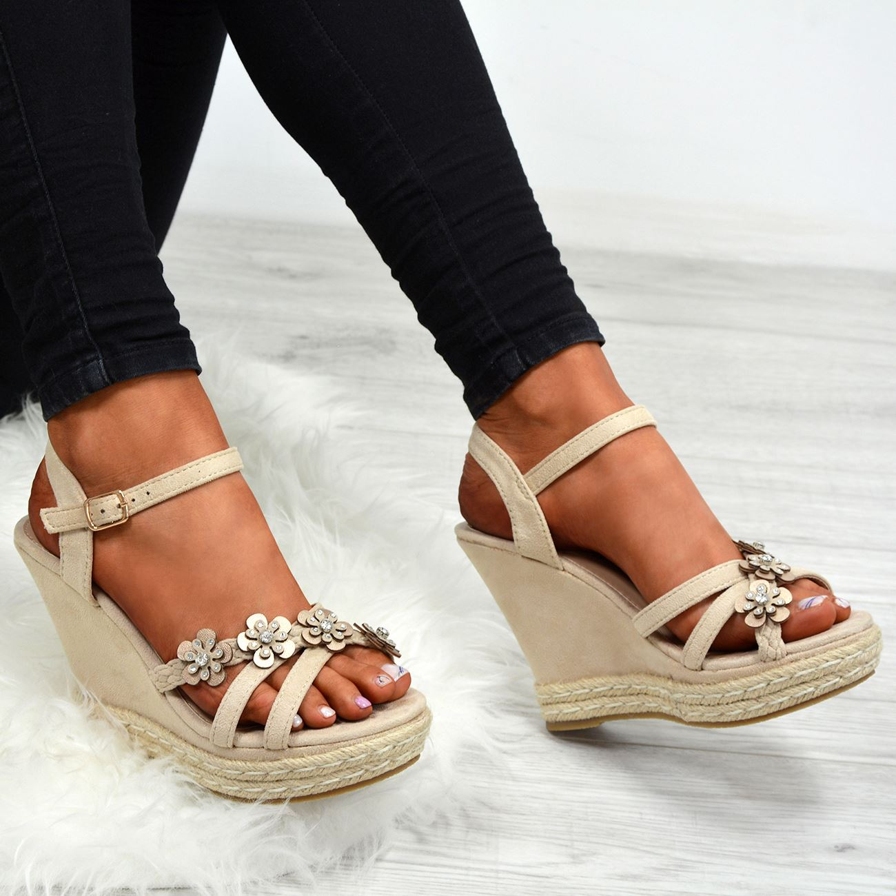 Womens-Ladies-Peep-Toe-Studded-Flowers-Wedge-Sandals-Platform-Shoes-Sizes-Uk