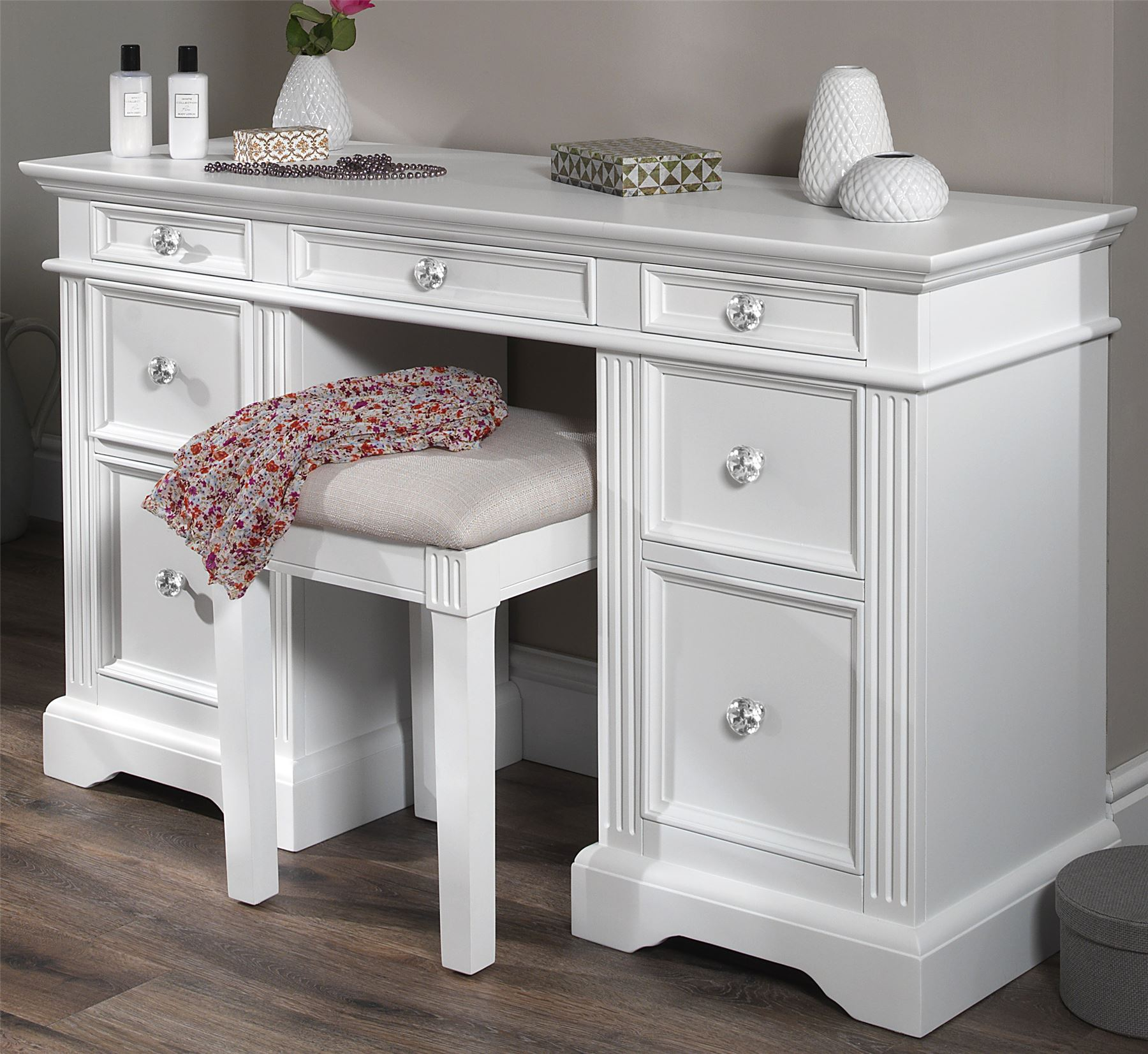 White Vanity Table With Drawers.Details About Gainsborough White Dressing Table Very Solid White Dressing Table Deep Drawers