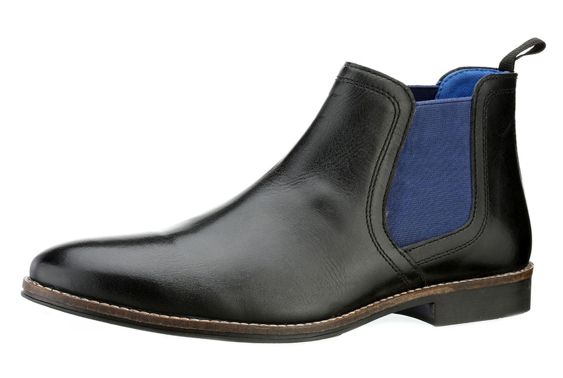 Bottes en cuir de haute qualité de tracasseries Chelsea. Fashionably smart  bout arrondi, bottes Chelsea sont fabriqués à dessus en cuir noir ou beige  100 ... 4005ff1abc12