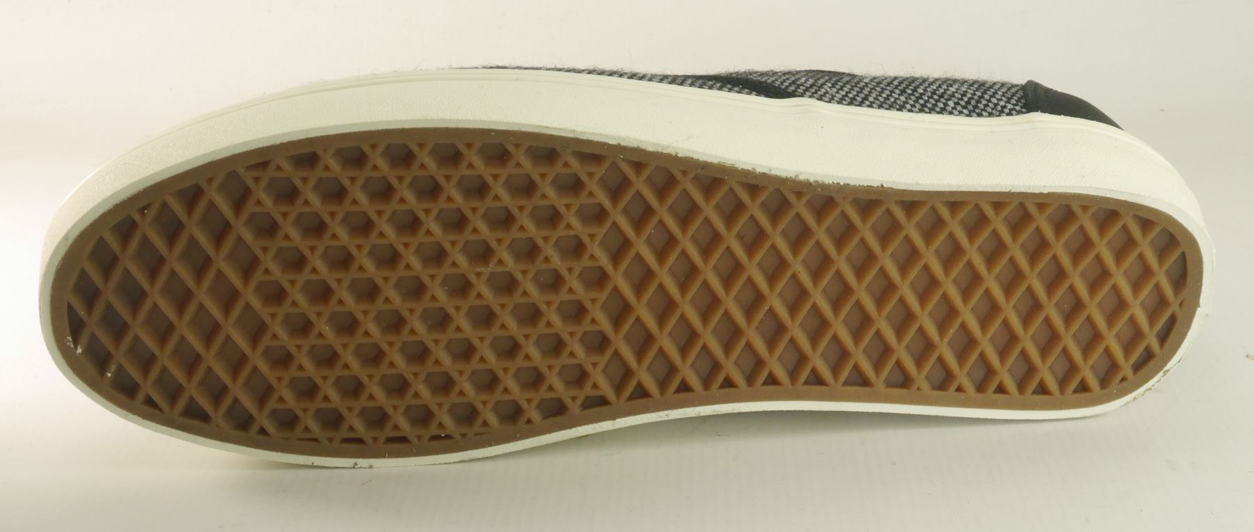 64782cf5236721 Vans are an adventure sport and urban lifestyle brand that specialise in  extreme sports styles for the street. The global skate culture adopted Vans  shoe as ...