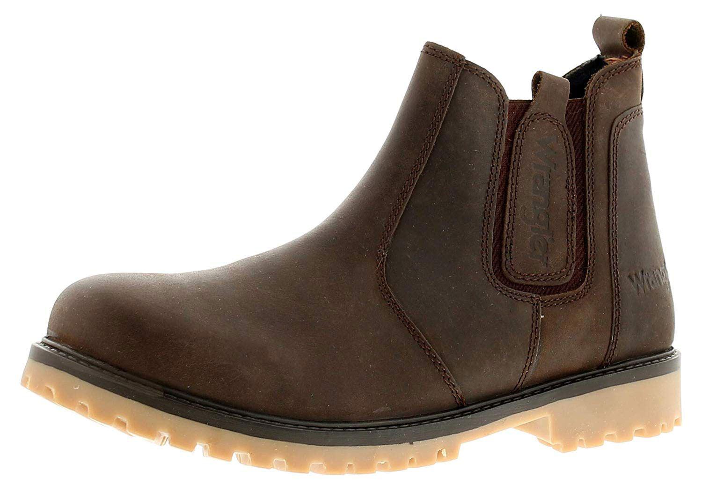 5e5c0dd0485 Paso hacia fuera en estilo con estos hombres que wrtangler Chelsea boots.  Con el cuero superior, cuentan con el Wrangler marca en los gemelos  elásticos ...
