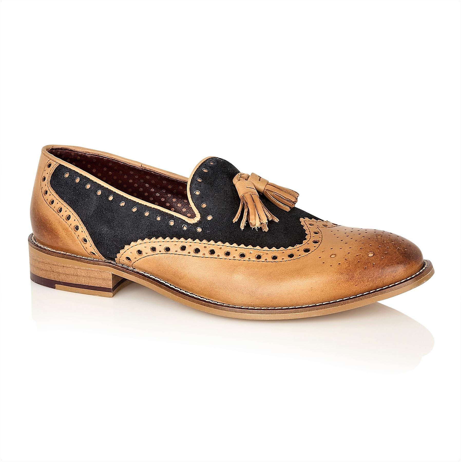 Rifinito a mano tradizionale scarpa con un design di brogue classico e un  must per ogni guardaroba maschile per una perfetta forma con un  abbigliamento ... b76787b72b7