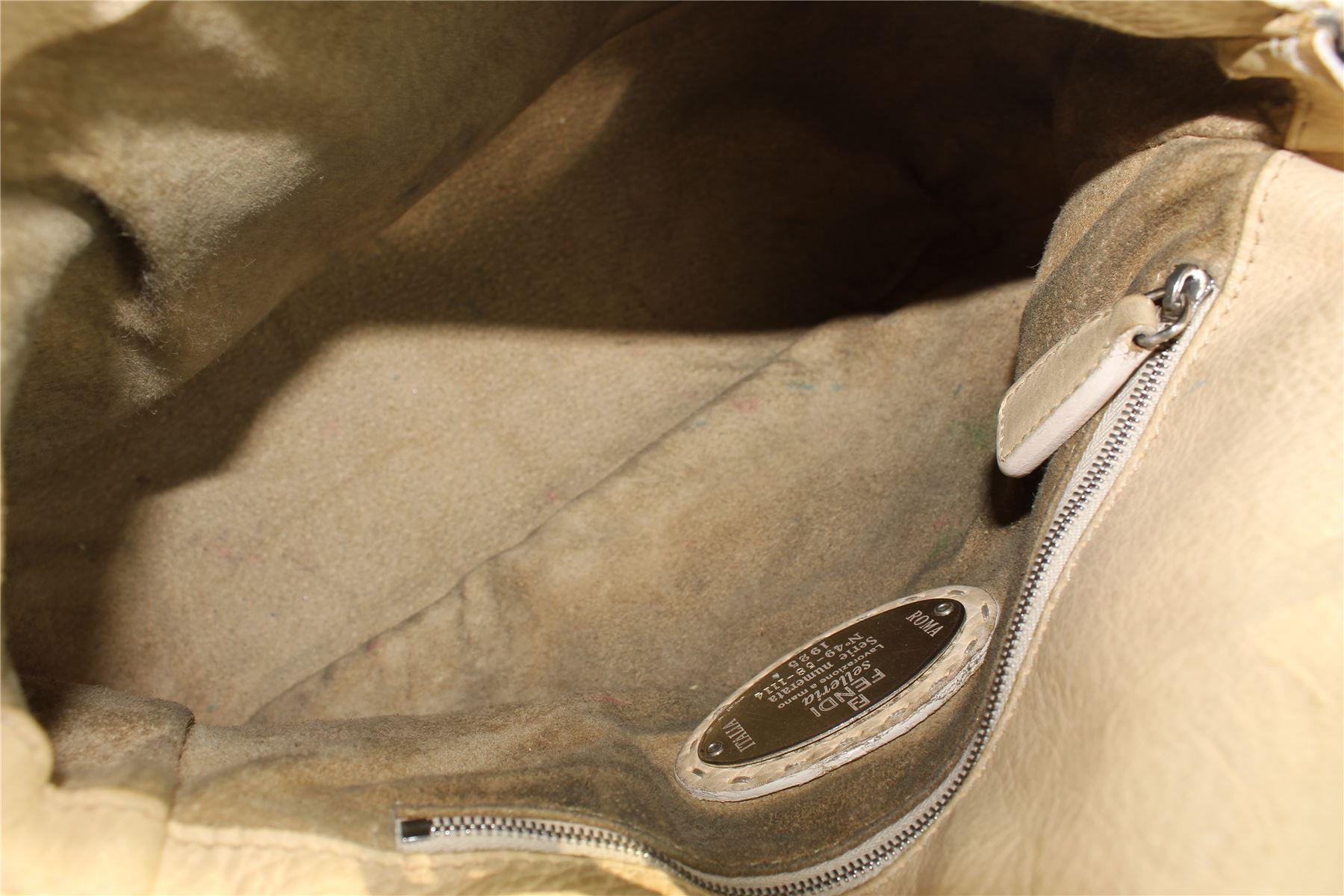 daee12e5e8 FENDI Selleria Baguette Borsa a tracolla in pelle, 7.5