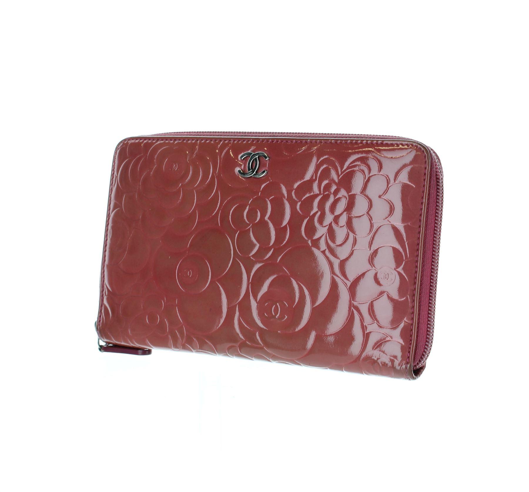 0c7a83754b CHANEL Camelia Porte-monnaie / sac à main rose en cuir verni, 5