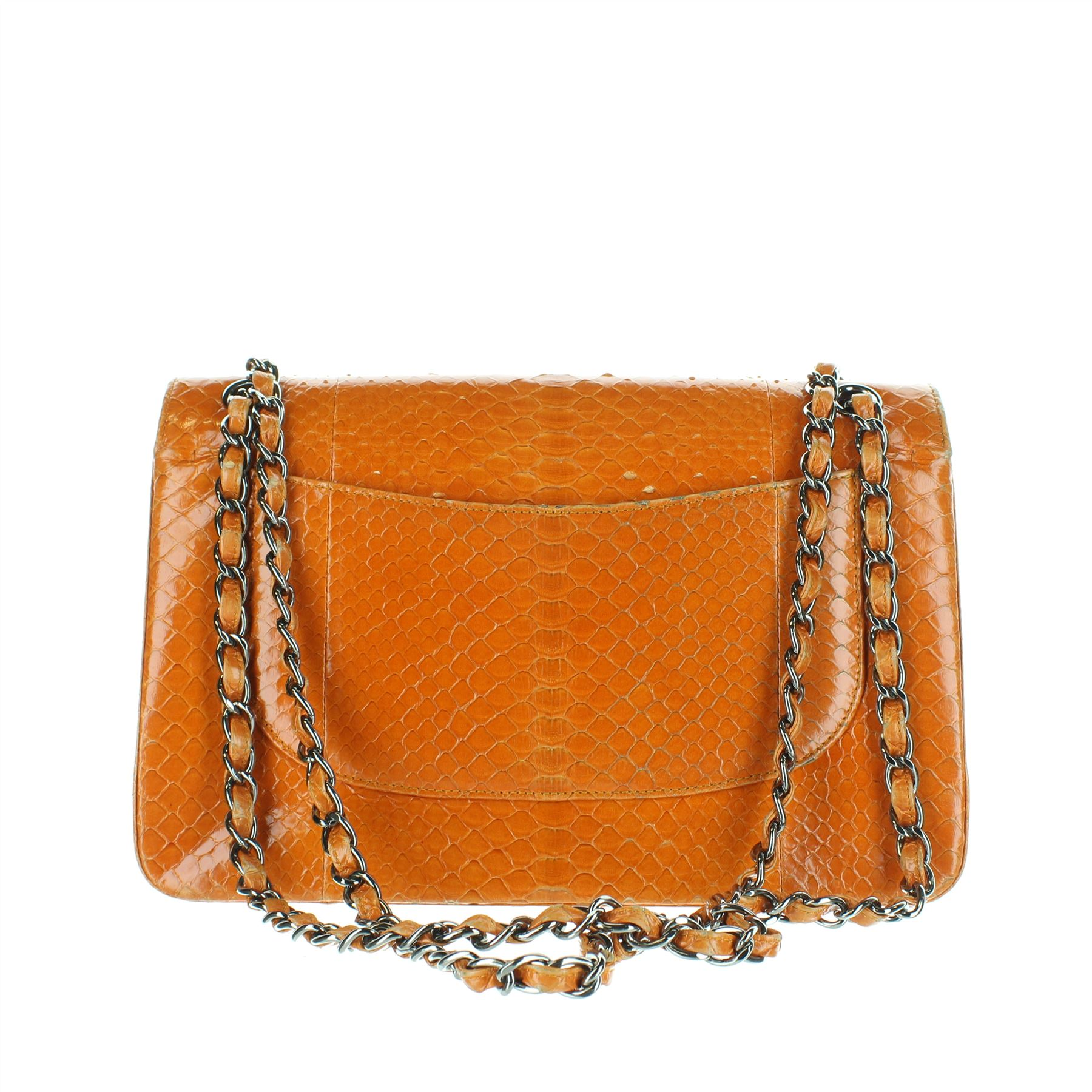01b32bc161 CHANEL Classic Jumbo Double Flap Sac à main en python orange, 8