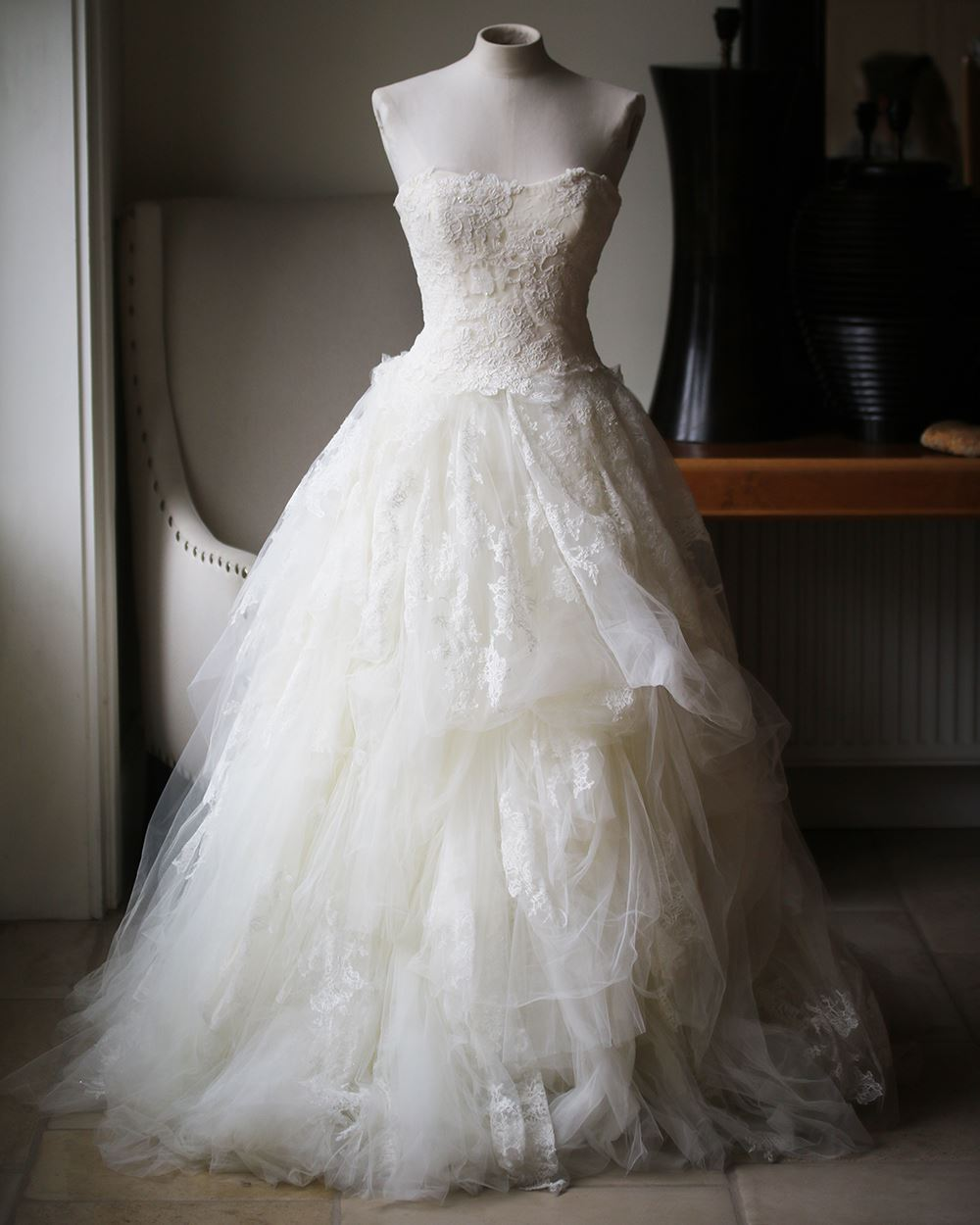 Details about VERA WANG LUXE EMBELLISHED LACE AND TULLE WEDDING DRESS US 20  UK 20