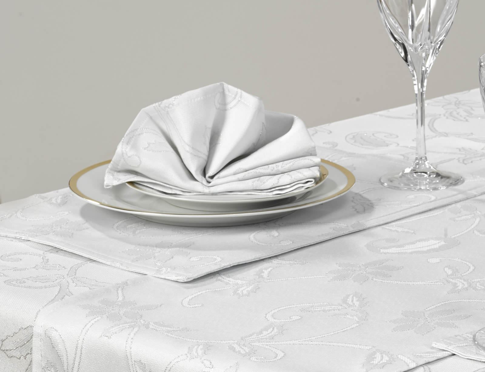 14-Piece-Christmas-Table-Linen-Set-Cloth-Napkins-  sc 1 st  eBay & Details about 14 Piece Christmas Table Linen Set Cloth Napkins Runner Placemats 52
