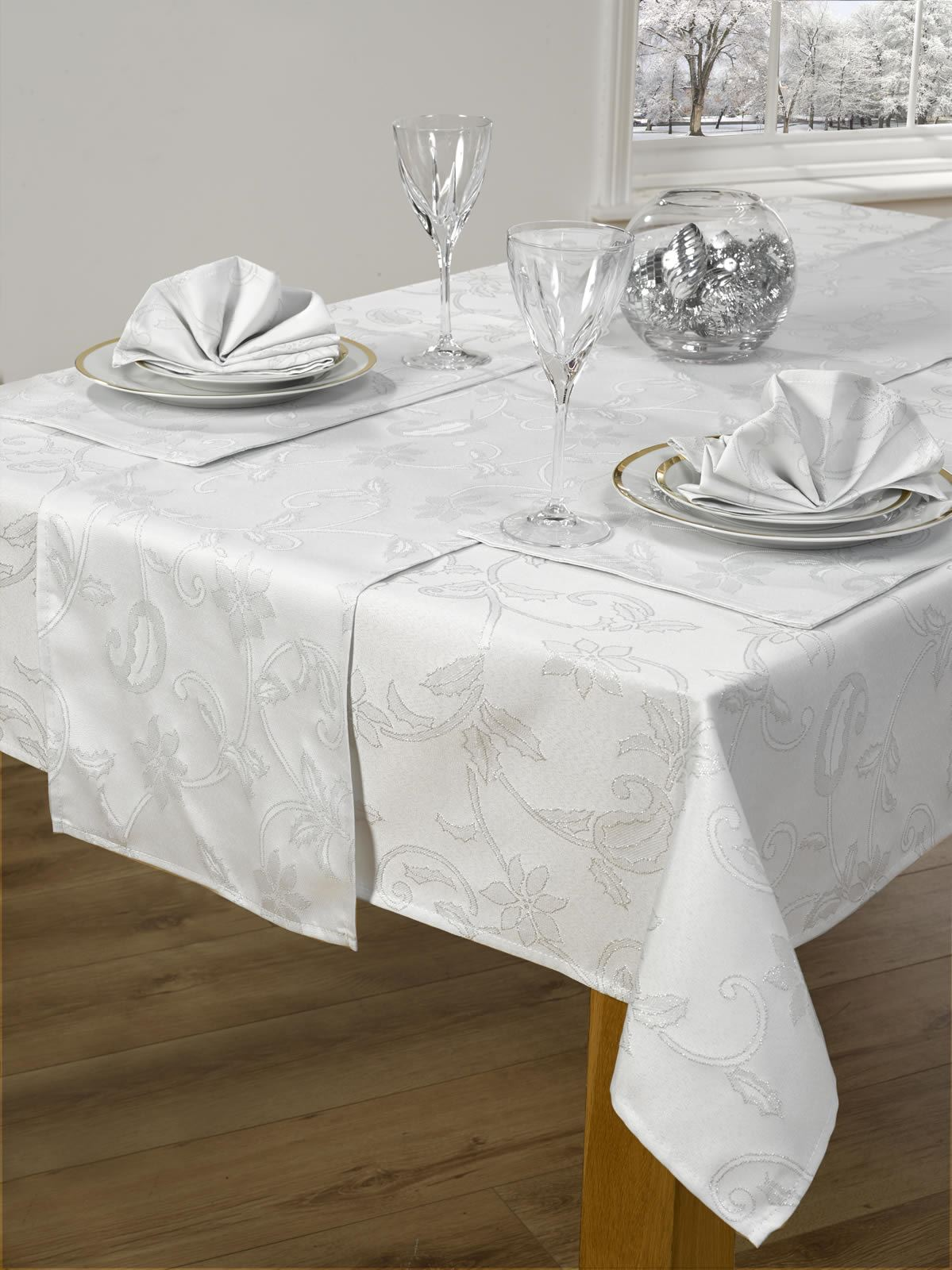 14 Piece Christmas Table Linen Set Cloth Napkins Runner