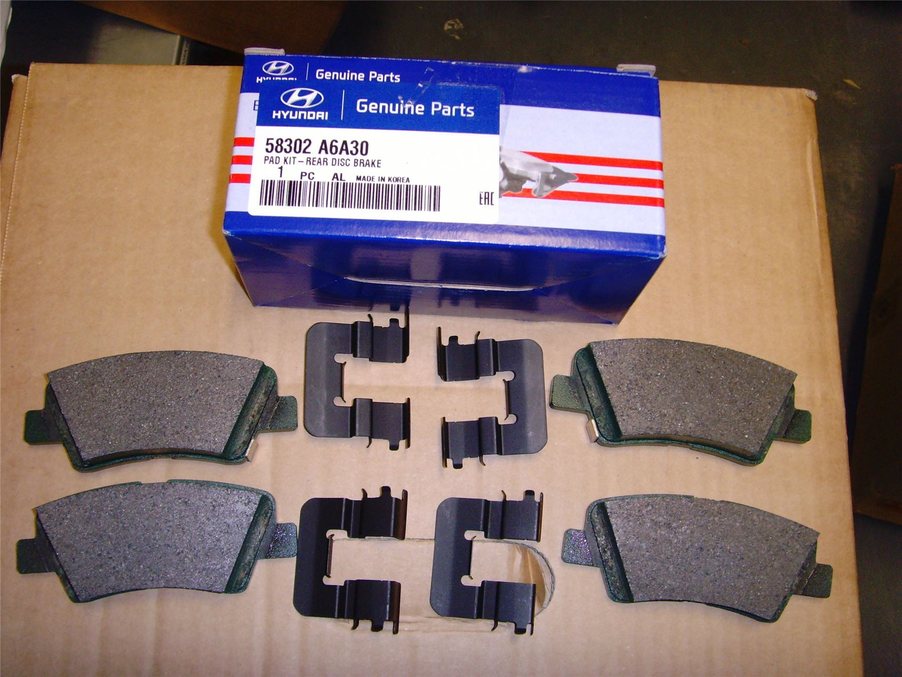GENUINE HYUNDAI i30 Rear Disc Brake Pad Kit 58302A6A30