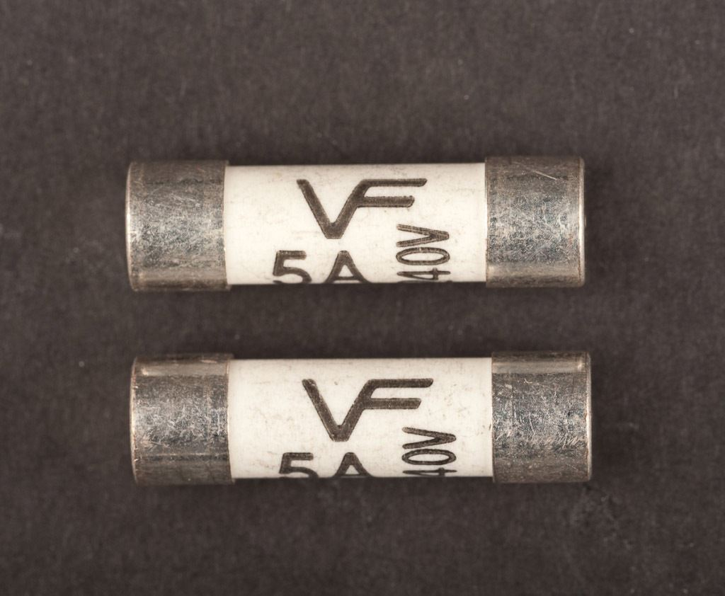 Dencon 20 Amp Consumer Fuse BS1361 Bubble Packed 2