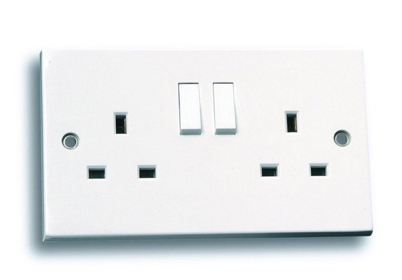 13a Double Twin Plug Wall Socket Outlet Switched In White