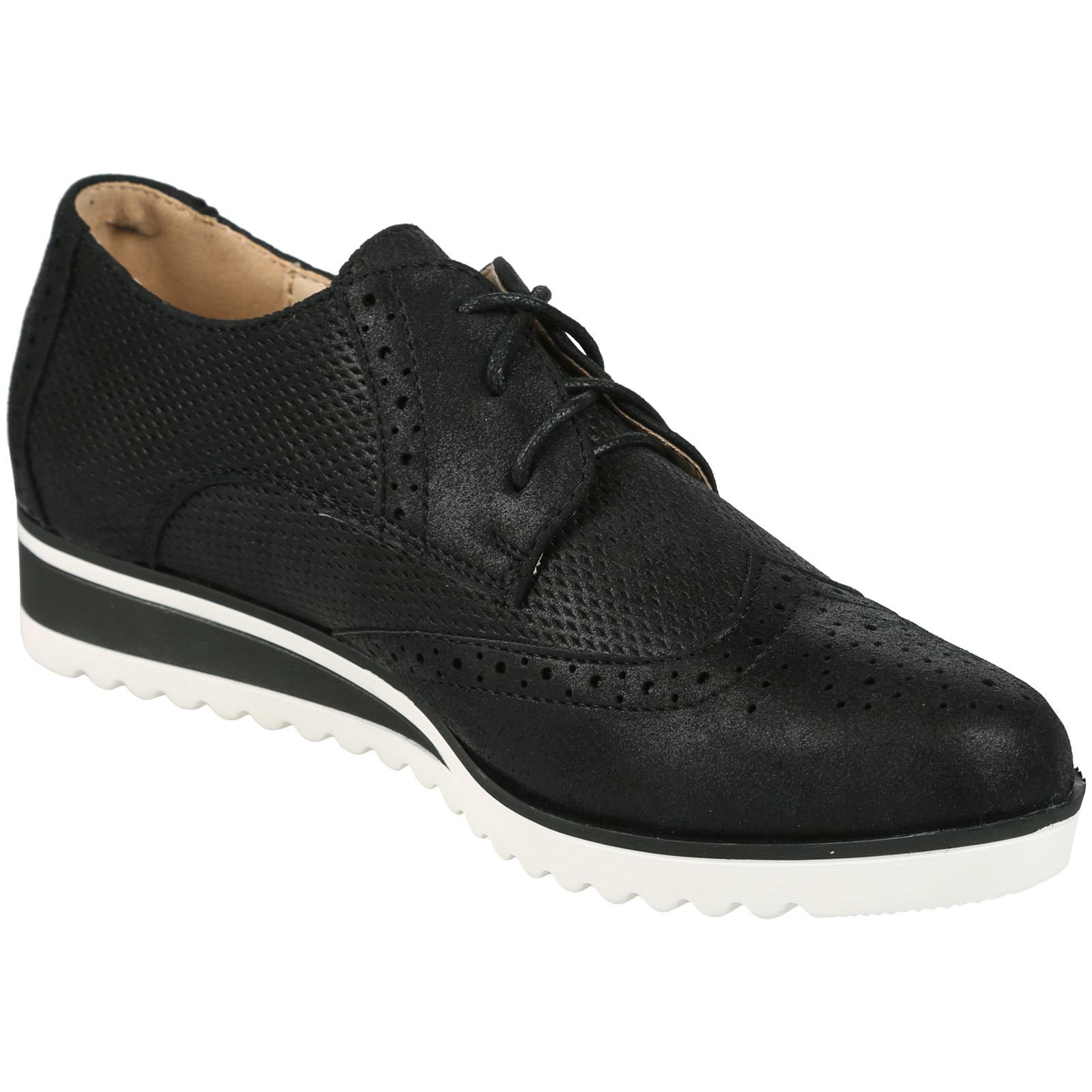 Combining on-trend formal brogue styling with a casual, modern look is new lace-up shoe, Piper. Featuring metallic leather uppers with classic brogue detailing and a padded collar, paired with a stylish, gripped, contrast sole, Piper injects a contemporary twist into a popular Man Tailored classic.