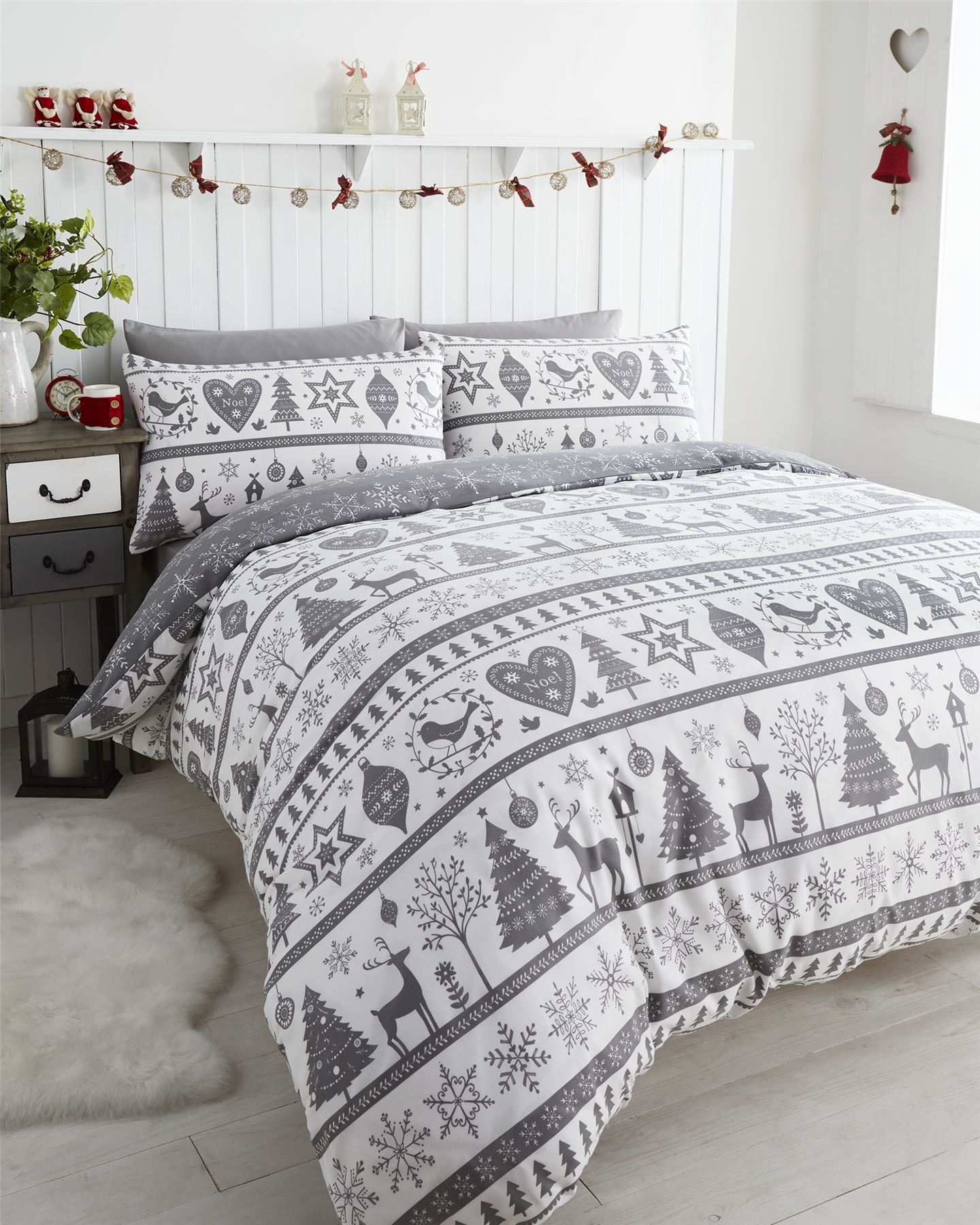 Christmas bedding comes in twin, full, queen, and king-size dimensions. However, it features special Christmas scenes, like Santa happily bringing gifts with his sleigh and loyal reindeer. Some bedding displays images from classic holiday movies, like