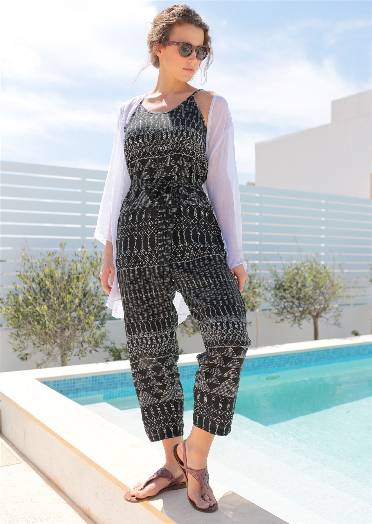 c84b49e2c53f Relaxed Strappy Printed Romper Jumpsuit