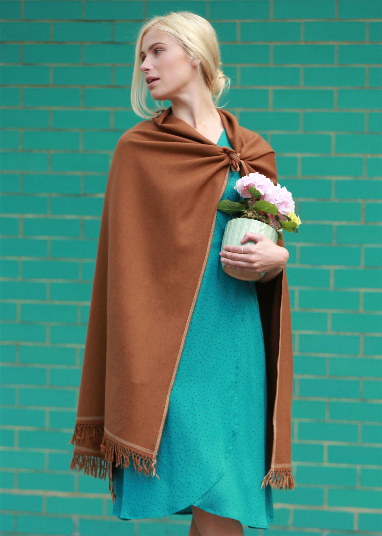 Shoreditch Merino tricoté main Pashmina et couverture écharpe PIMENT marron aae7e7d93eb