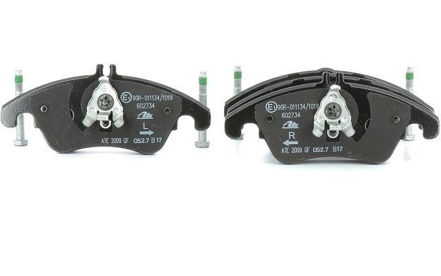 MERCEDES E200 E220 CDi E250 2009-2013 FRONT BRAKE PADS SET /& 1 WEAR SENSOR
