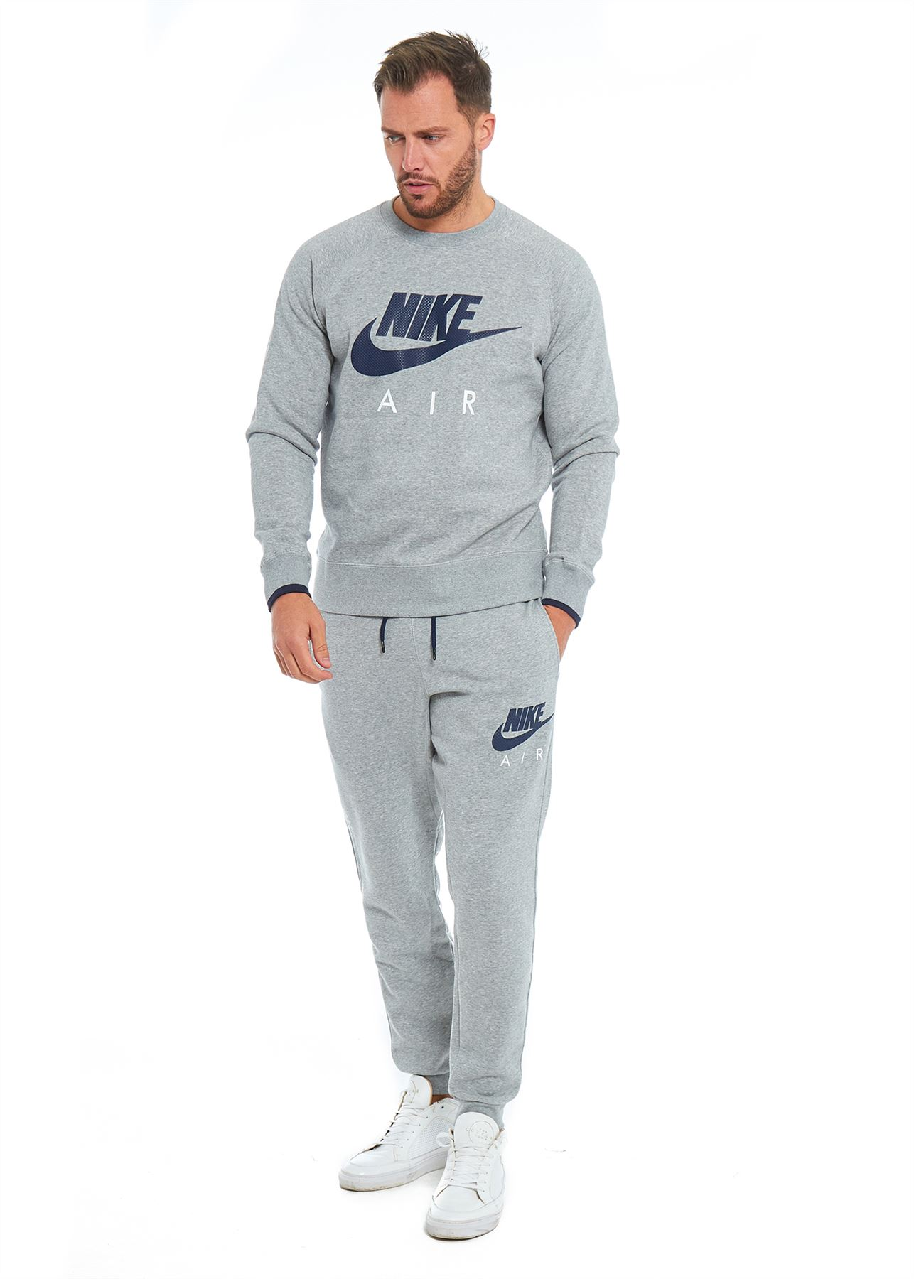 Shop the latest in style, innovation and comfort with Nike men's joggers and sweatpants. Strike a balance between function and fashion with a pair of men's joggers for sport, training or everyday wear. Find the perfect fit and browse the latest selection of men's joggers in standard, slim or tight fits.