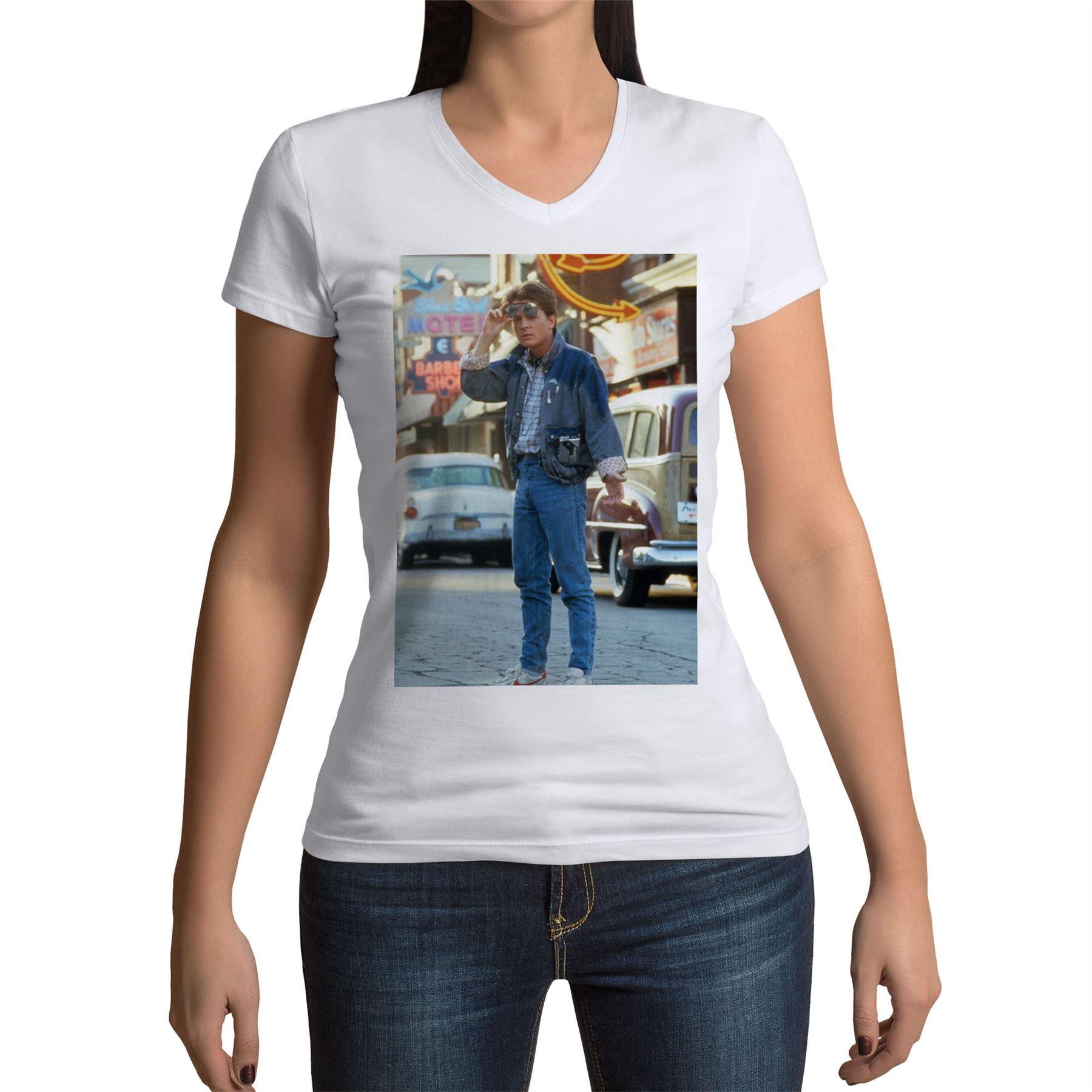 Okiwoki T-Shirt Femme Noir DBZ et Retour vers Le Futur parodique Trunks Retour vers Le Futur du Futur. Parodie DBZ et Retour vers Le Futur Marty MacFly et Doc Brown
