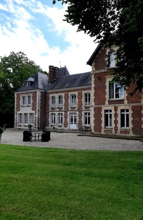 Humanvibes vous recommande : Le château d'Omiécourt