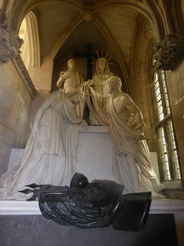 Tombeau du duc d'Enghien dans la Sainte-Chapelle du château de Vincennes