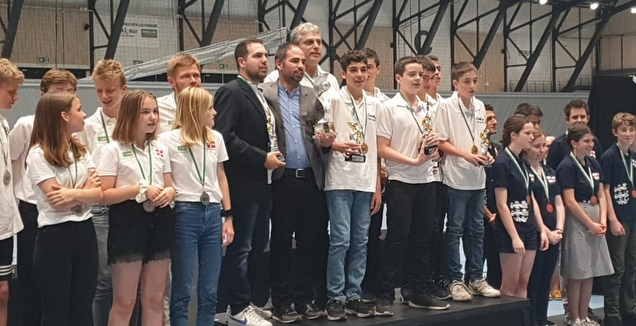 מדליית זהב לנבחרת הברידג' (באדיבות יוסי פיברט)