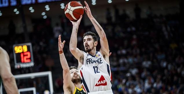 ננדו דה קולו בפעולה (FIBA)