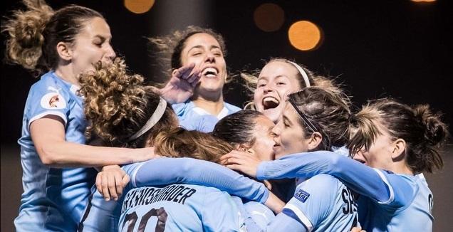שחקניות נבחרת הנשים של ישראל חוגגות (ההתאחדות לכדורגל)