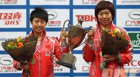 סינים זוכים באליפות העולם בטניס שולחן. מראה שכיח מאז רונג (GettyImages)
