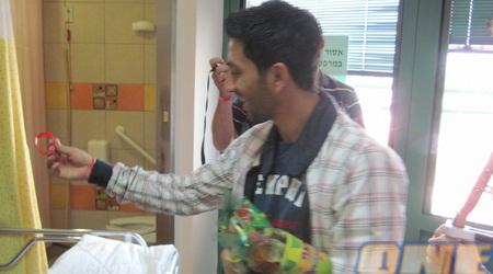 """שחקני ב""""ש בבית החולים (יגאל ברמן)"""