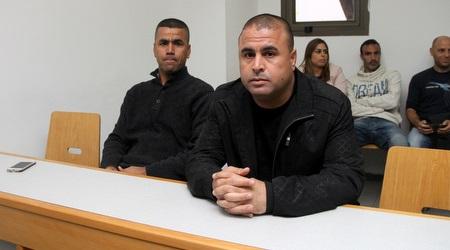 אבו סובחי המנוח וסלימאן אזברגה בבית הדין ב-2014 (רדאד ג'בארה)
