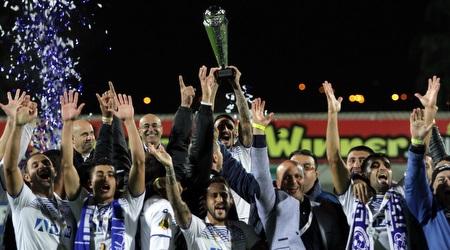 שחקני אשקלון כבר הניפו גביע העונה (יניב גונן)