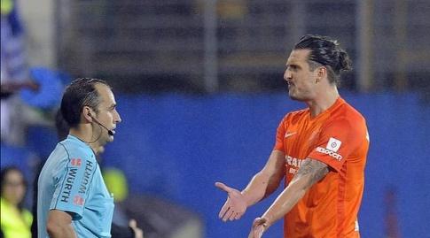 זדרבקו קוזמנוביץ' מתלונן לשופט (La Liga)