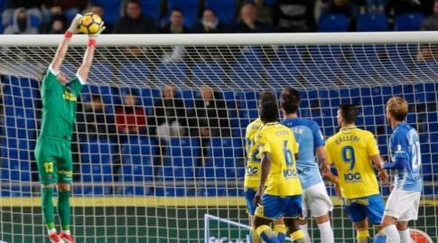 לאונרדו צ'יצ'יסולה תופס את הכדור (La Liga)