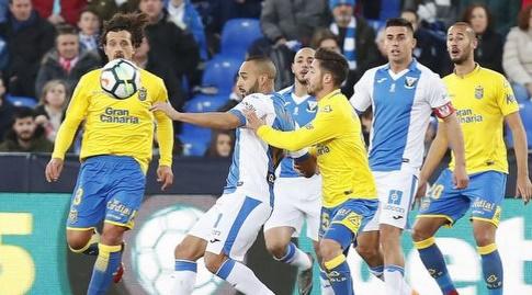 נאצ'ו חיל מנסה להגיע אל הכדור (La Liga)