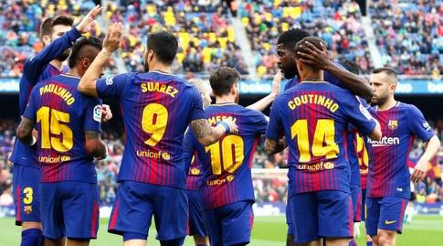 שחקני ברצלונה חוגגים עם לואיס סוארס (La Liga)