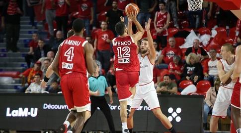 רפי מנקו זורק (FIBA)