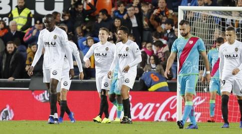 שחקני ולנסיה חוגגים את השלישי (La Liga)