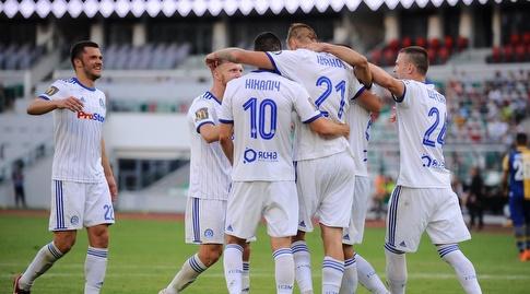 אורוש ניקוליץ' (מספר 10)חןגג עם החברים במינסק (הפייסבוק של דינמו מינסק)